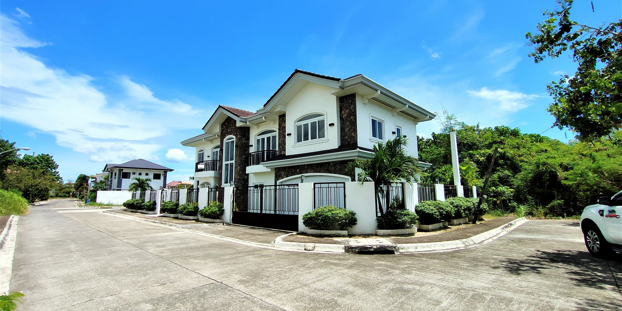 House for Sale in Corona del Mar Talisay Cebu Near The Beach